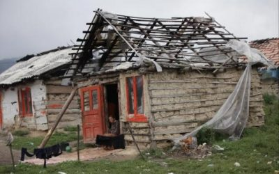 House repairs for 12 families in Ponorâta
